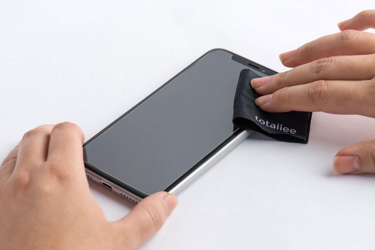 iPhone - jak nalepit tvrzené sklo