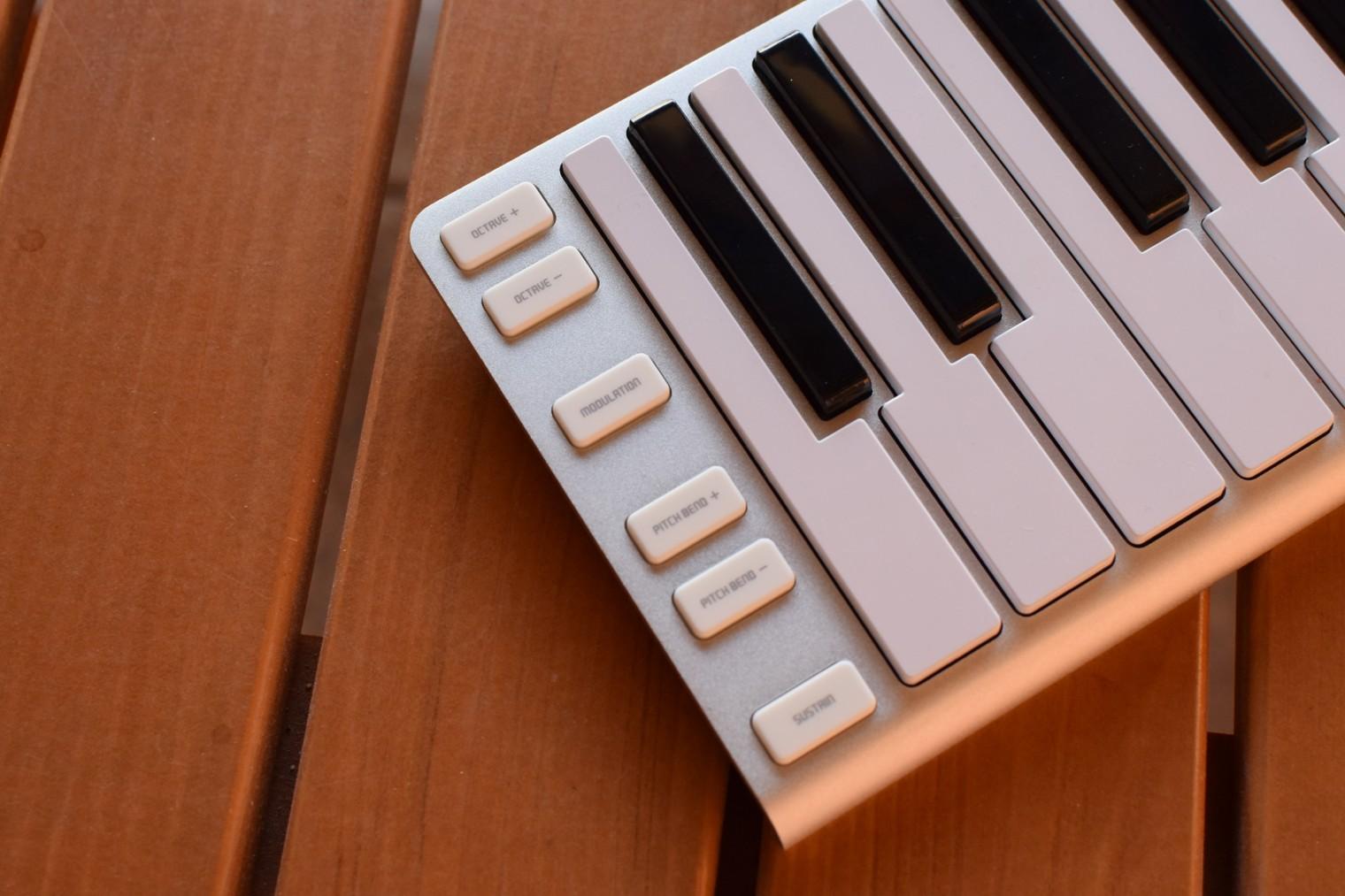 Postranni tlacitka na klavesach CME Xkey Air