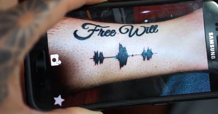 Mluvici tetovani Googlu