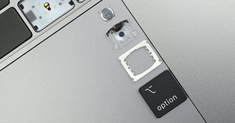 Rozebrana klavesnice MacBooku Pro 2019
