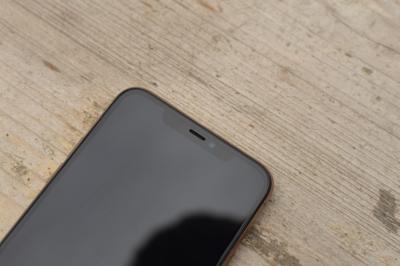 Detail výřezu iPhonu 11 Pro Max