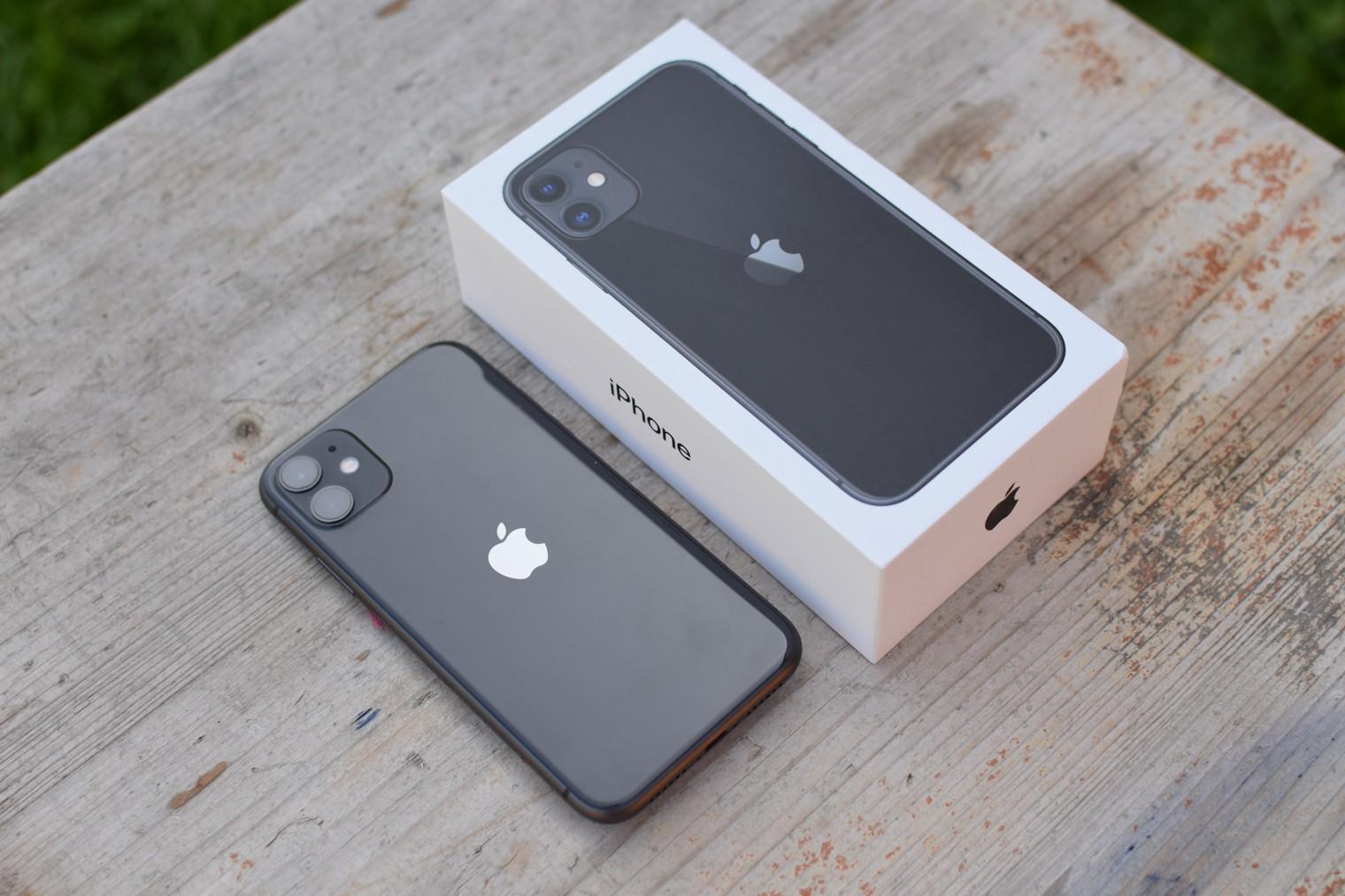 iPhone 11 s krabickou