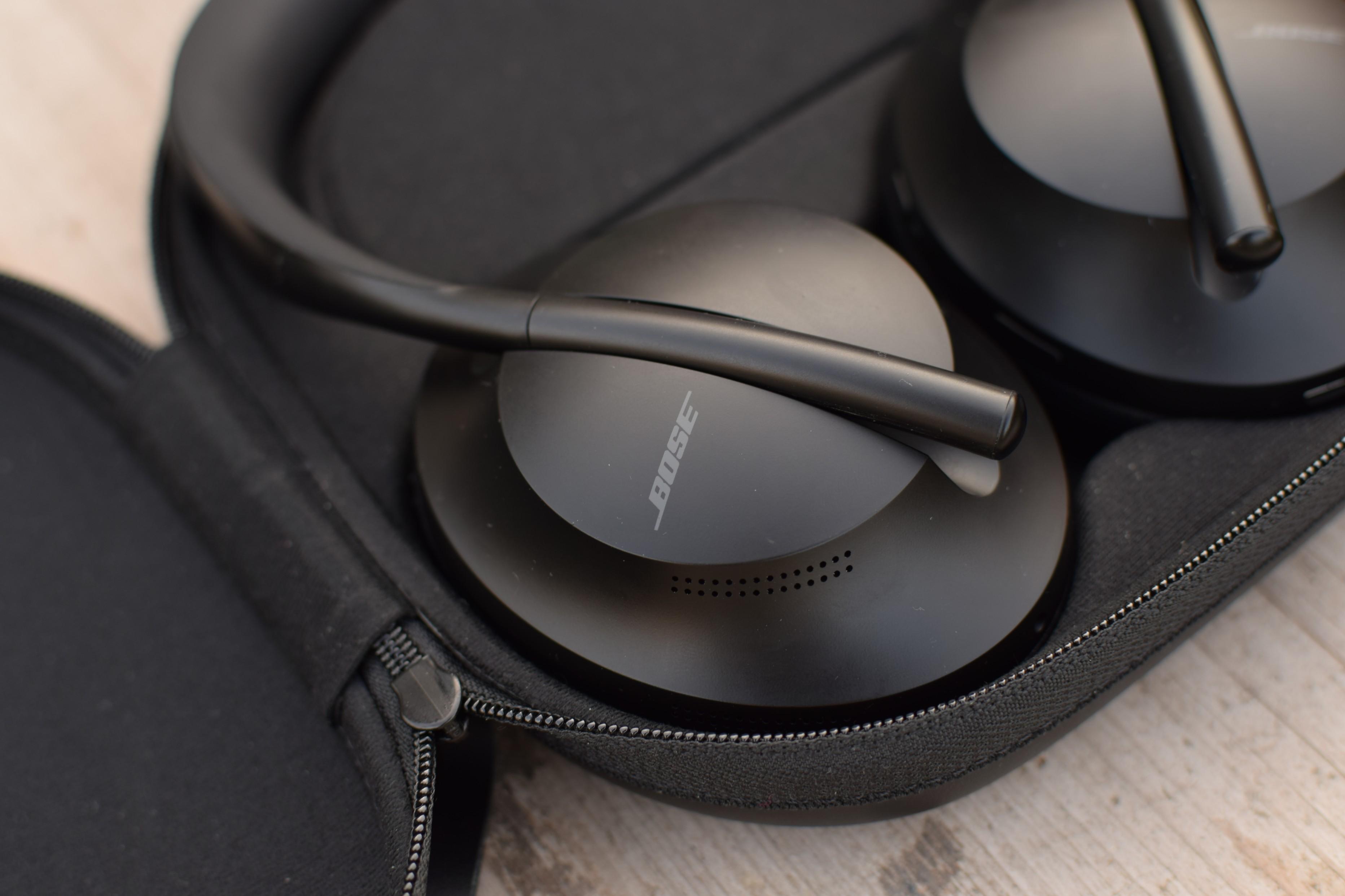 Detail sluchátek Bose Noise Cancelling Headphones 700