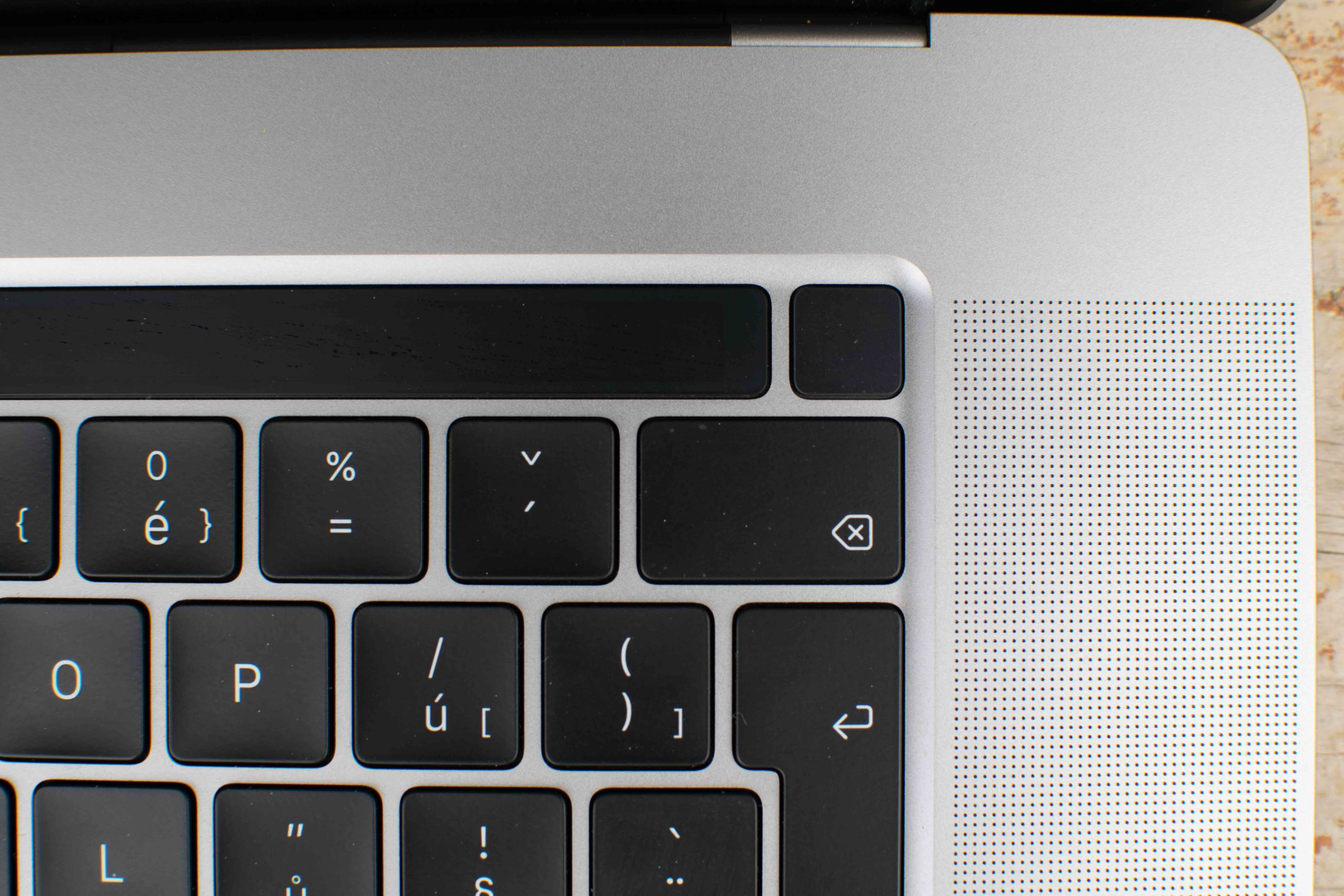 Touch ID na MacBooku Pro Detail