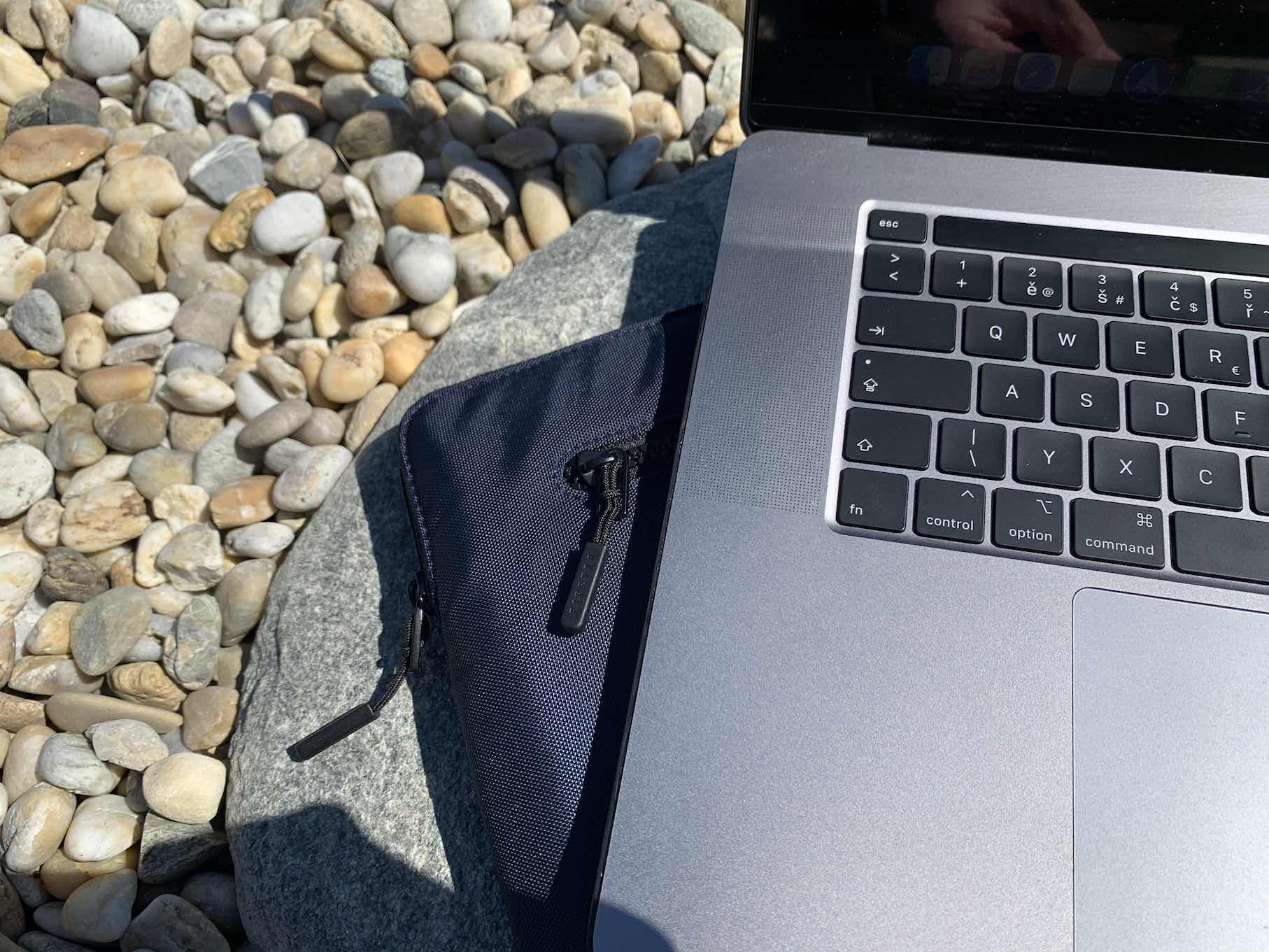 obal pipetto na macbook